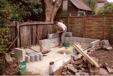 A Great Diy Garden Shed Photostory From Foundation To The Final